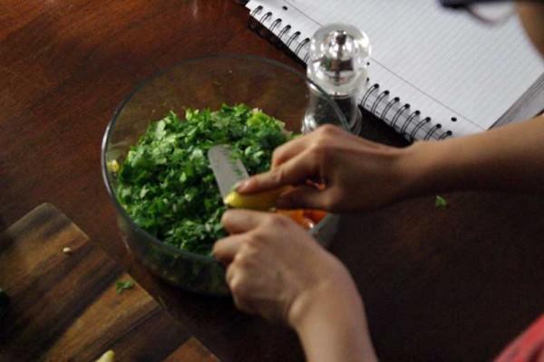 juicing-lemons-summer-corn-salad