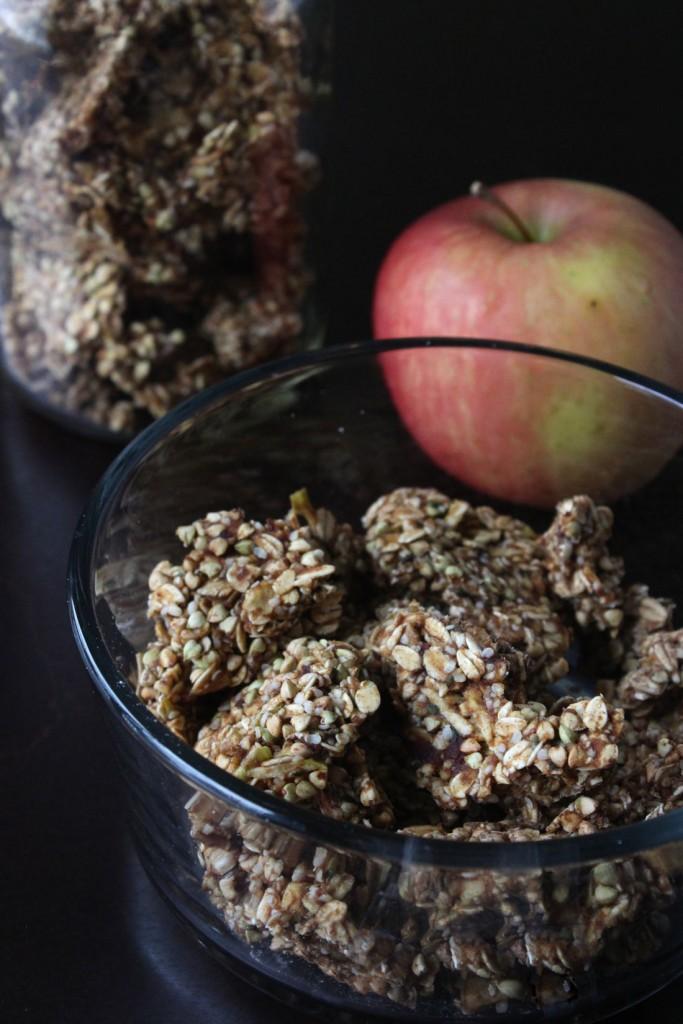Raw Vegan Apple Cinnamon Granola Bites | Amanda Nicole Smith
