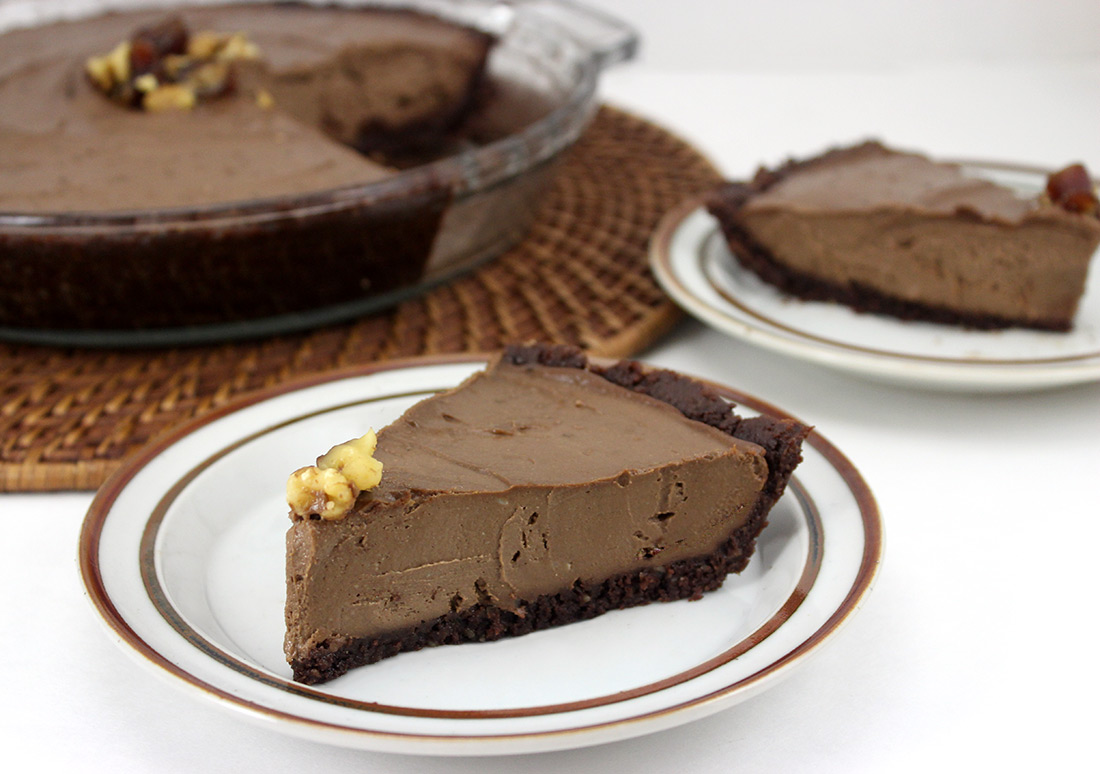 Raw Vegan Chocolate Avocado Cream Pie