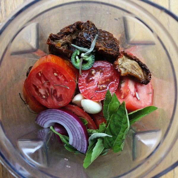 Raw Vegan Italian Tomato Sauce